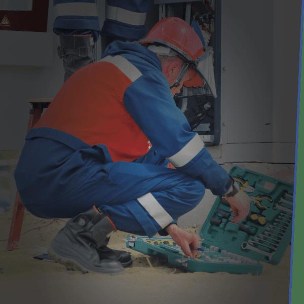 Haben Sie bereits einen Hauselektriker, dem Sie vertrauen? Dann können Sie diesen für das Installieren Ihrer Ladepunkte engagieren. Mitarbeiter-Strom berät gerne bei der Erstinstallation, vermittelt das nötige Fachwissen zur Hardware.